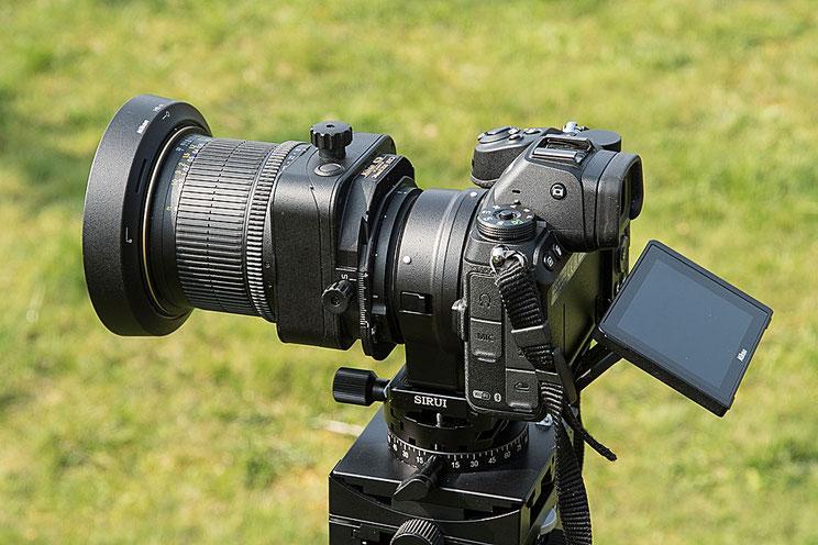 NIKON Z 7 mit FTZ-Adapter und dem PC-E 24 mm 1: 3,5D ED, Seitenansicht. Foto: bonnescape.de