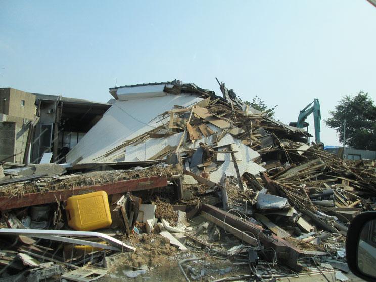 瓦礫となってしまった家屋。