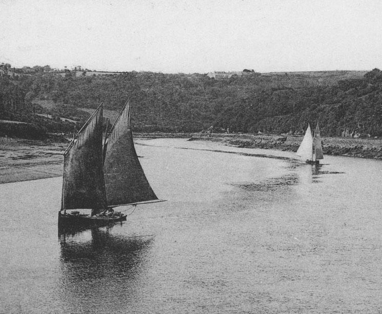 Bateaux sabliers/goémoniers remontant la rivière de Lannion par vent d'ouest