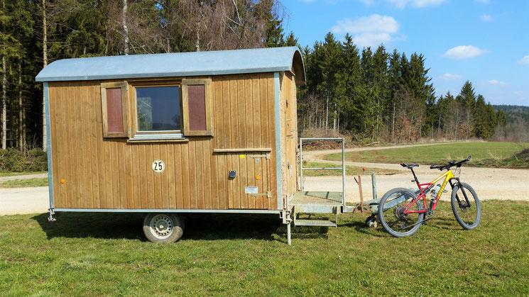 Mein neuer Fahrradanhänger (Wohn- Schlafzimmer, Küche, Bad, WC und üppiger Terrasse)...