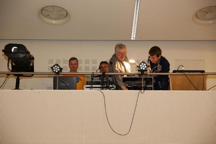 Sepp Safrin u. Alfred Wankmüller sind mit ihren Mitarbeitern für Licht und Ton verantwortlich