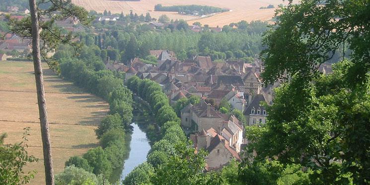 Village médiéval de Noyers, vu de son vieux château