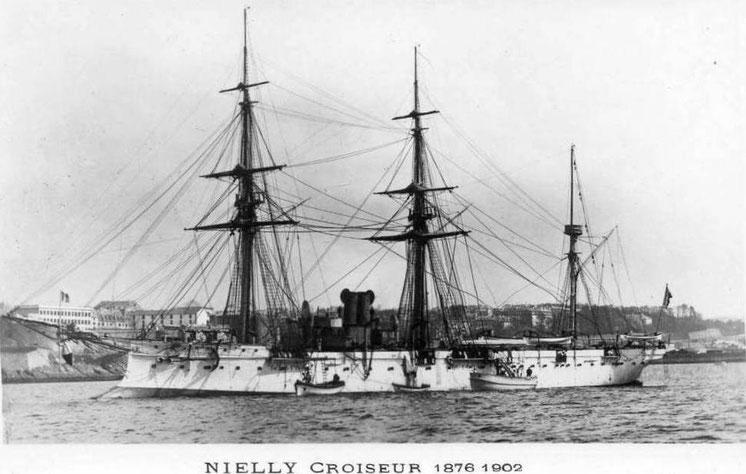 Croiseur Nielly construit à Brest, coque en bois non cuirassée 80 m de long tirant d'eau 5,5 m armé de 15 canons