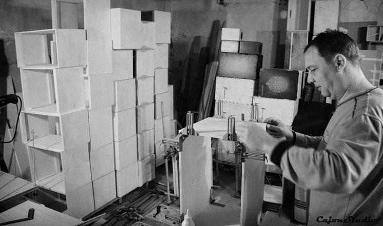 Cajon kaufen, CajonStudio Werkstatt, CajonStudio, exklusive Cajon, Ungarn, Cajonworkshops, Cajon bauen, Werkstatt, Cajon Onlineshop, handgearbeitet, handgemacht, Custom Cajon, individuelle Cajon