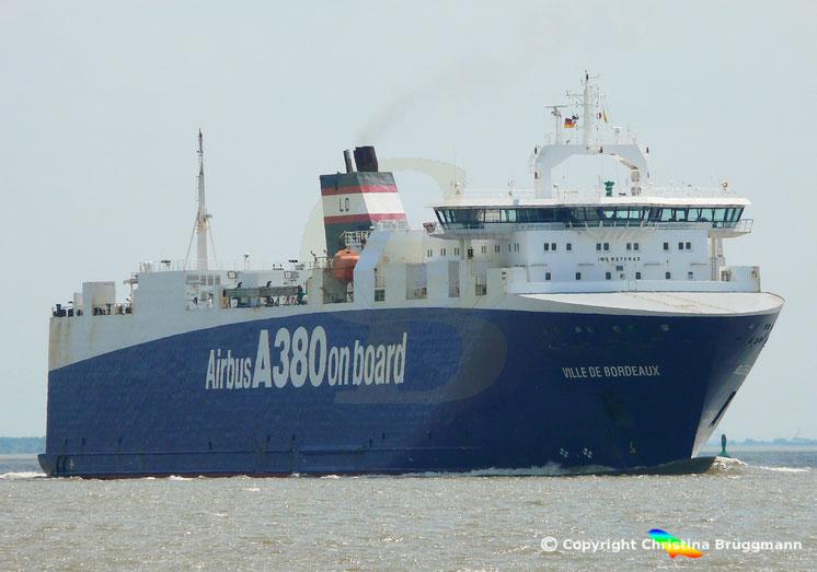 High Heavy Vehicle Carrier VILLE DE BORDEAUX, Elbe 25.05.2018