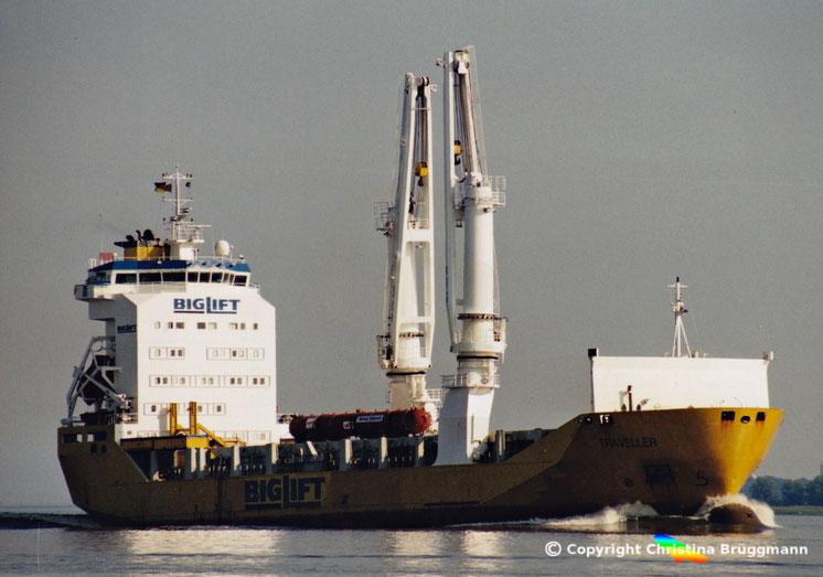 BIGLIFT Schwergutfrachter TRAVELLER auf der Elbe, 05.2001