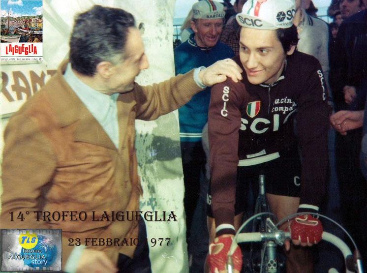 Foto courtesy: archivio AVL, ritrovo di partenza il neo-professionista Beppe Saronni, sfiorerà la vittoria alla sua prima corsa da professionista, battuto solo dal campione del mondo Freddy Maertens.