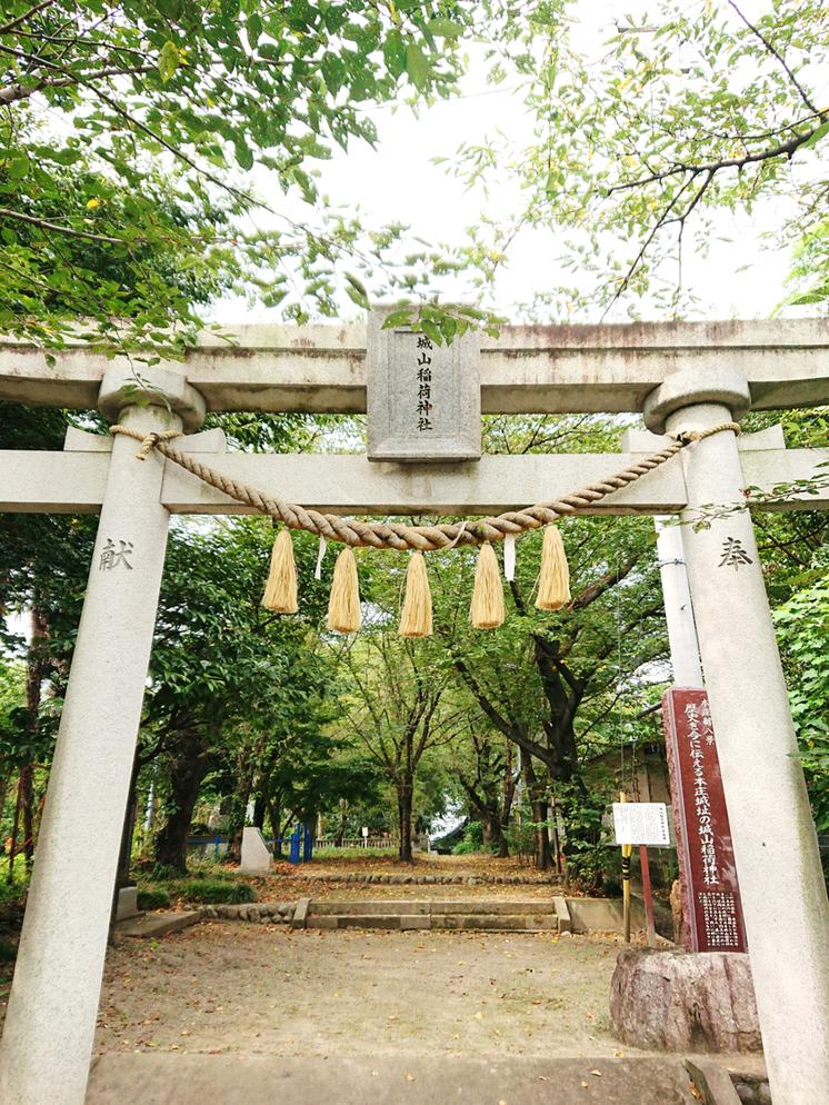 創建450年を記念して奉納された「城山稲荷神社(本庄市)の大鳥居」