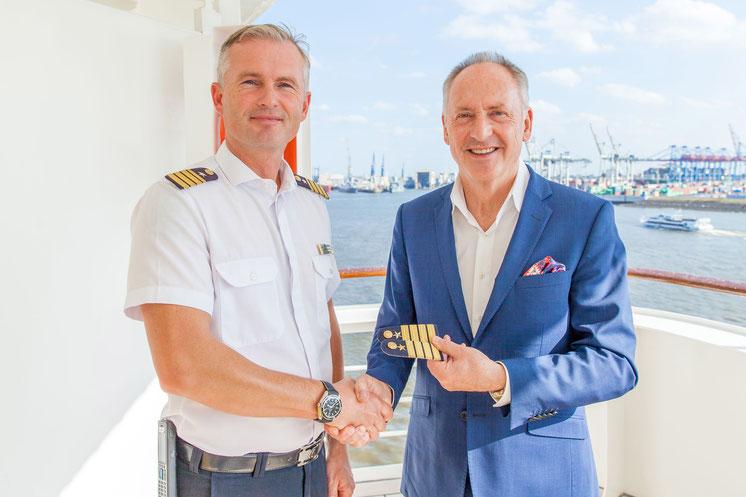 Ulf Sodemann übernimmt das Kommando der MS Bremen // © Hapag-Lloyd Cruises