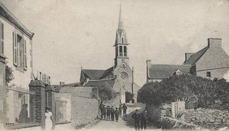 L'ancien Tabac de l'île de Batz, pas loin de l'église , était il tenu par Mme Corre?