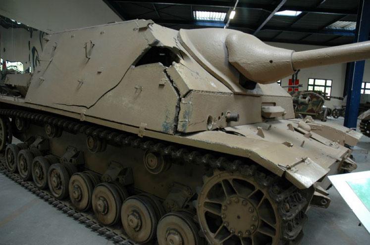 Le blindage de ce Panzer IV/70 (V) s'est brisé à l'impact. Un obus est d'ailleurs encore planté dans sa plaque frontale