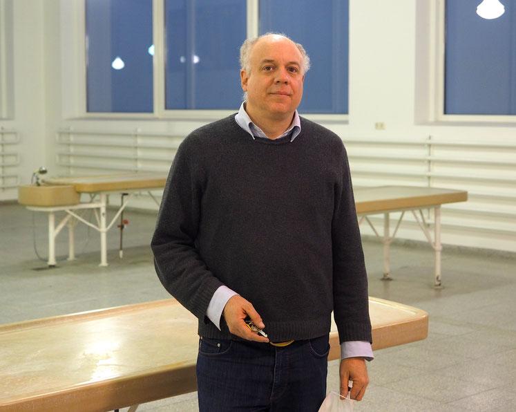 Professor Philipp Osten, Direktor des Medizinhistorischen Museums Hamburg im alten Sektionssaal des Eppendorfer Krankenhauses. Foto: Christoph Schumann, 2020