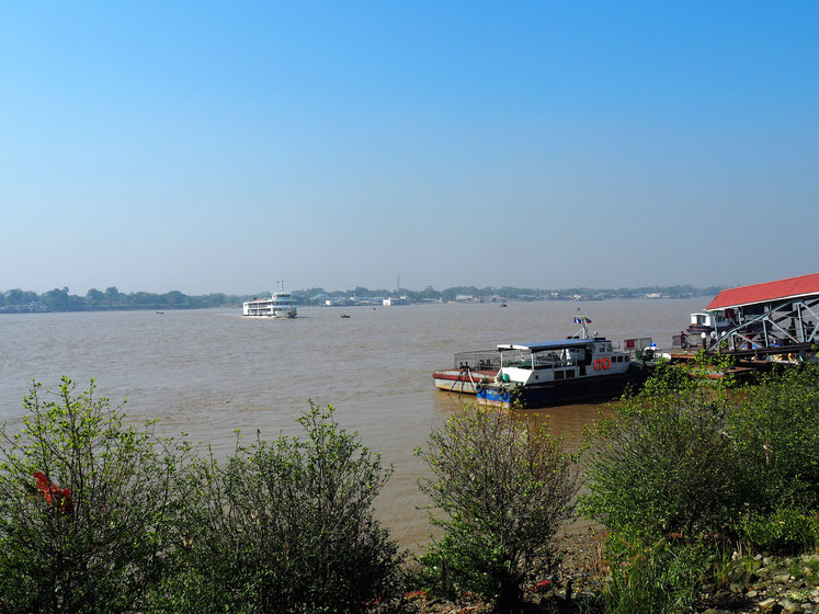 Die schmutzig-braunen Fluten des Yangon River