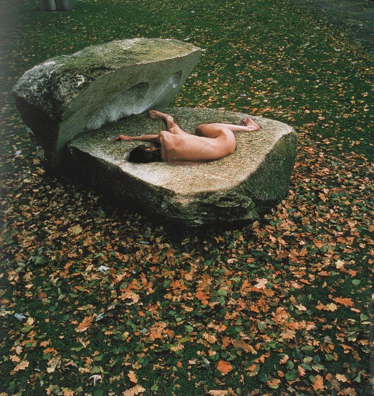 der Findling, Performance, 1978 ,  10 Stunden im geschlossenen Stein