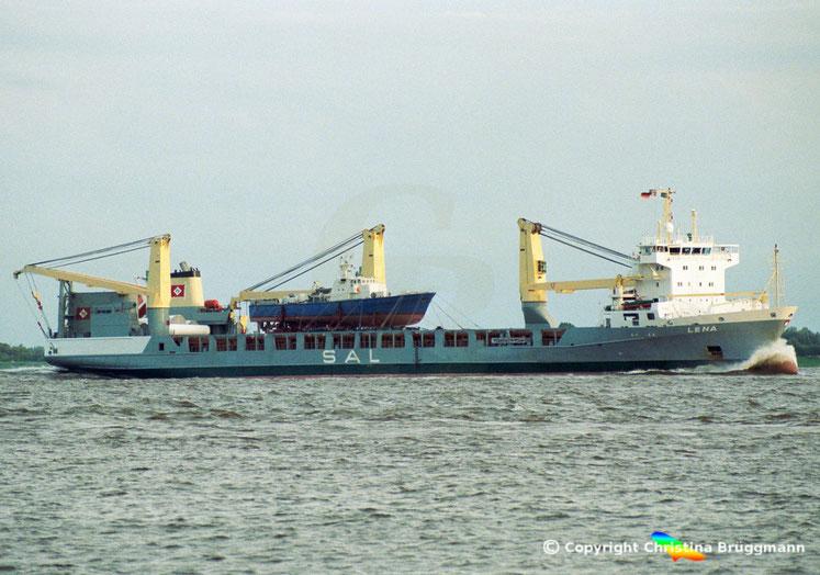Schwergutfrachter LENA Typ 161, mit ex BGS - Boot als Ladung, auf der Elbe 07.2002