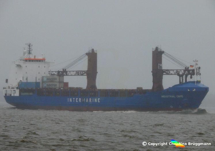 Schwergutfrachter INDUSTRIAL CAPE auf der Elbe 25.10.2017