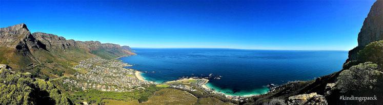Blick auf Camps Bay & Tafelberg & 12 Apostel beim Aufstieg auf den Lion´s Head