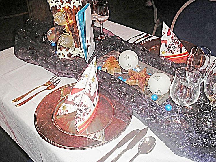 Tischdekorationen - Winterzauber - Bestecke, Gläser, blaues Tischband