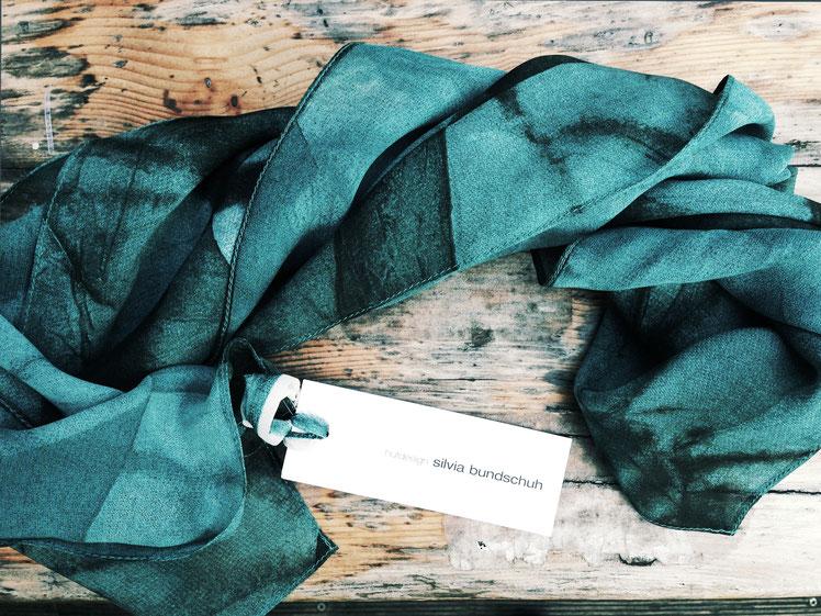 Seidentuch aus der Sommerkollektion von Silvia Bundschuh Hutdesign, Hamburg