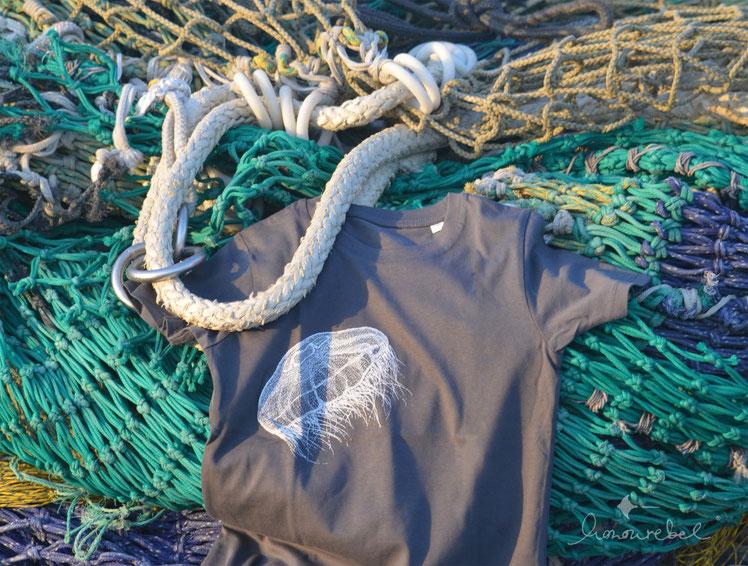 honourebel Kids MOON JELLYFISH T-shirt. Kinder T-Shirt aus Biobaumwolle mit Qualle / Ohrenqualle.