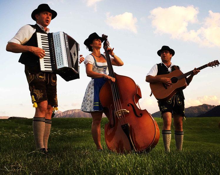 DIE KULTIVIERTEN - Wirtshausmusik aus dem Oberallgäu/ Bayern    (Foto: Roman Benz - www.atelierbusche.de)