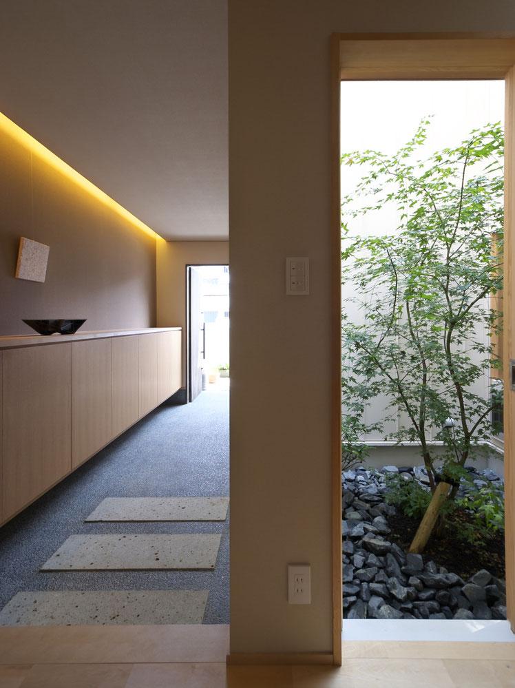 名古屋市・いろはの家 玄関ホール&中庭