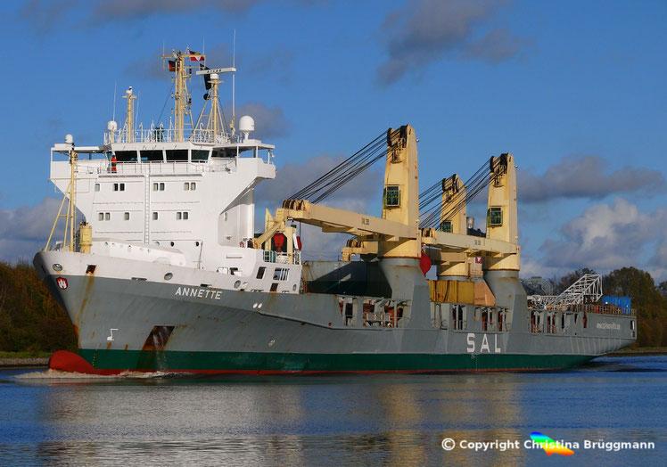 Schwergutfrachter der SAL ANNETTE, Typ 161b, auf dem Nord-Ostsee Kanal, 06.11.2017
