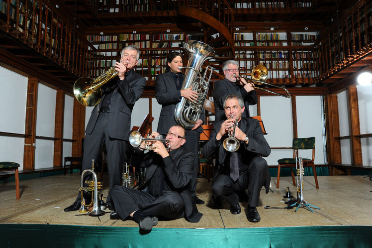 International Brass: von links nach rechts stehend - Wilhelm Junker, Bernhard Petz, Thomas Lindt, sitzend - Willy Hupperts, Waldemar Jankus