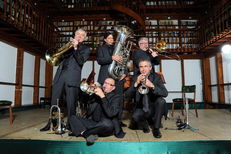 International Brass: von links nach rechts stehend - Wilhelm Junker, Bernhard Petz, Thomas Lindt, sitzend - Willy Hupperts, Waldemar Jankus