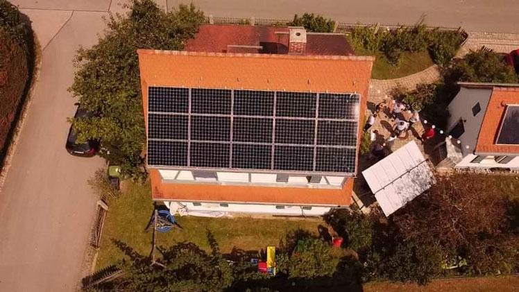 Die 50. Photovoltaikanlage der Gemeinewerke Wendelstein und iKratos von oben © iKratos