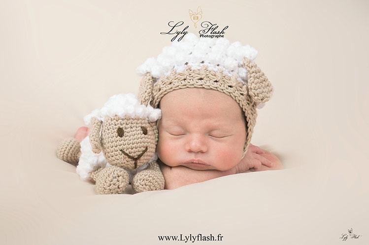 photographe naissance bebe bonnet mouton photo toulon