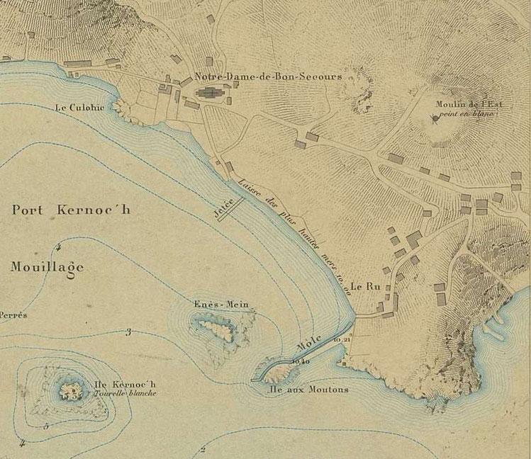 Détail du plan du port de l'île de batz de 1877, on voit la cale qui fait le tour de l'île et le mole qui relie l'île, la route entre la montée de l'église et le débarcadère n'existe pas encore il faut marcher dans la grève  ou passer par le Rhu