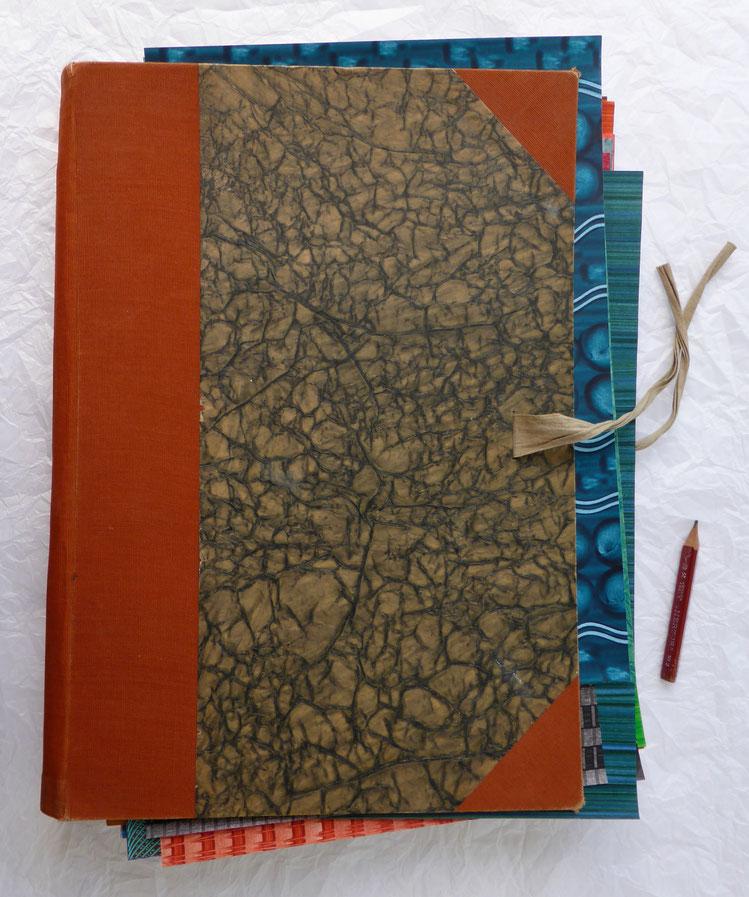 Knitterpapier, um 1920, Originalgröße der Sammelmappe: 35,5 x 24 cm