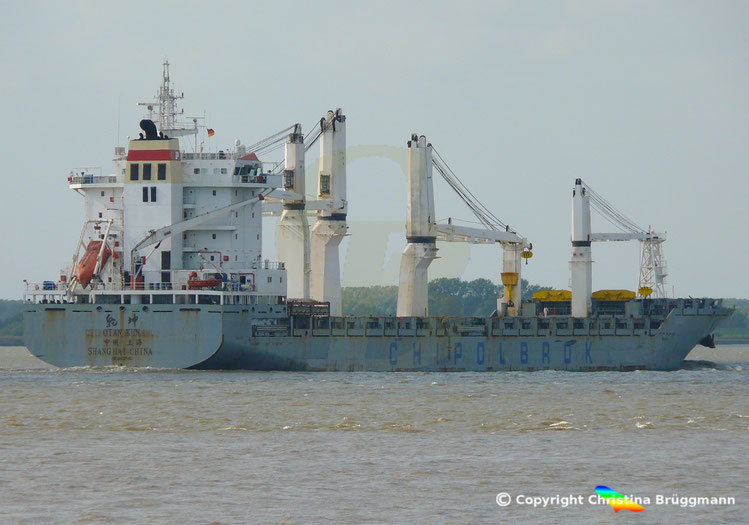 Mehrzweckfrachter QIAN KUN der Reederei Chipolbrok, Elbe 19.09.2018