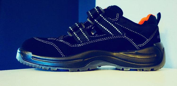 Sneaker Outdoor Schuh Damen schwarz