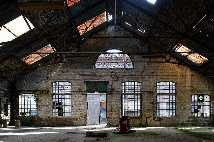 Urbex Lost Place, alte Fabrikhalle. NIKON Z 7 mit PC-E NIKKOR 3,5/24 mm. Foto: Dr. Klaus Schörner
