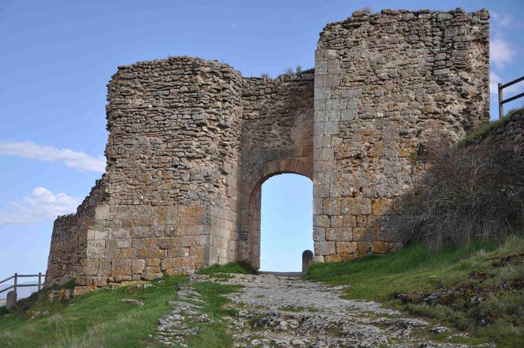 Puerta de la fuerza y calzada romana