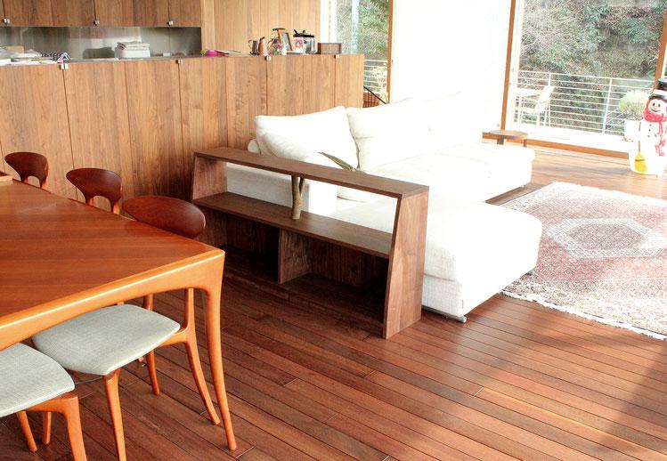 空間をゆる~く間仕切るためのオープンラック(鎌倉市・T様邸)間仕切りとしての家具