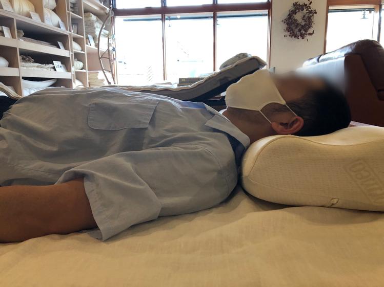 首が折れてしまう、高すぎる枕