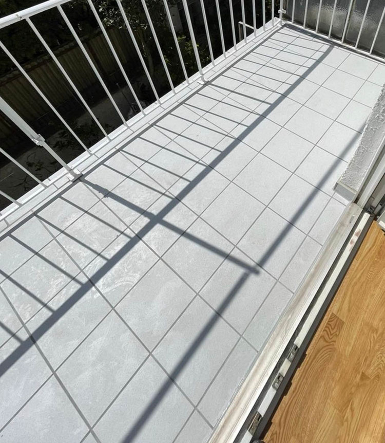 MADEJA e.K. Balkon nach der Balkonsanierung neu gefliest.