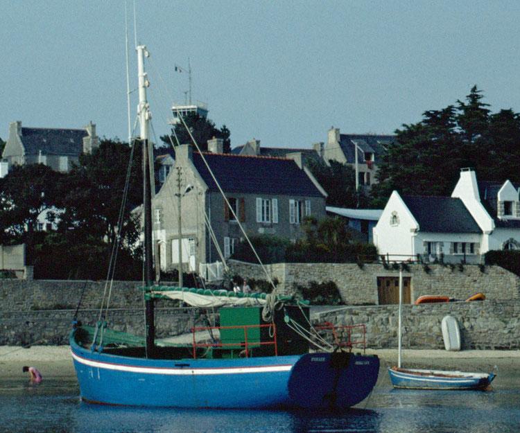 Le Pirate en haut de la grève de Pors Kernoc'h lors des fêtes maritimes de l'île vers 1983 (Coll. personnelle)