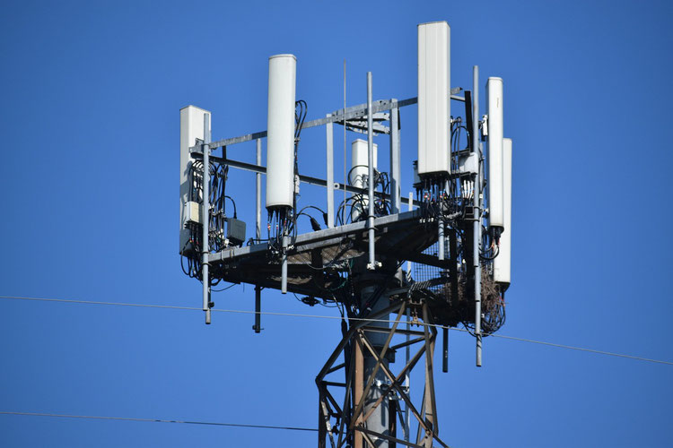 A base station cell tower in a 5G 4G network showing the radio transmitter and receiver.
