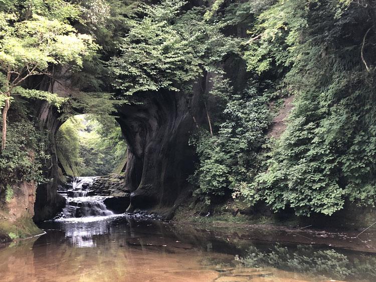千葉県_君津市_房総半島_濃溝の滝_亀岩の洞窟