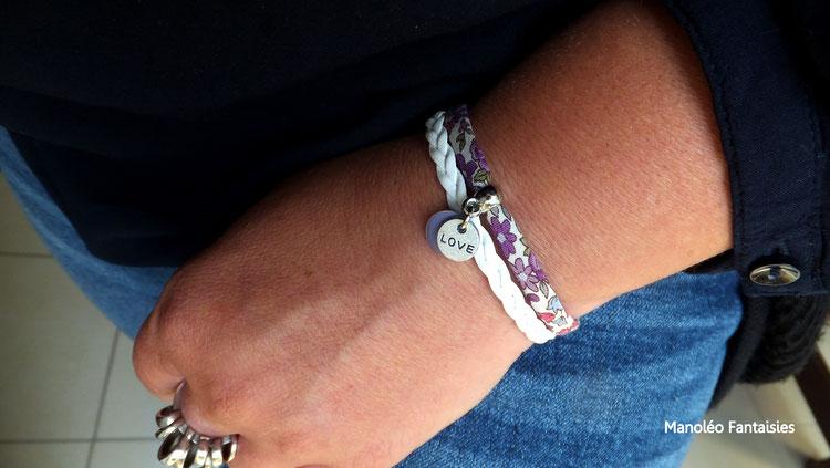 Bracelet EGLANTINE, liberty, médaille love, sequin mauve dans les tons mauves et blancs