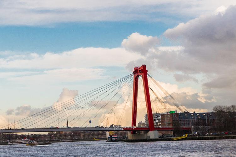 Willemsbrug over de Nieuwe Maas te Rotterdam