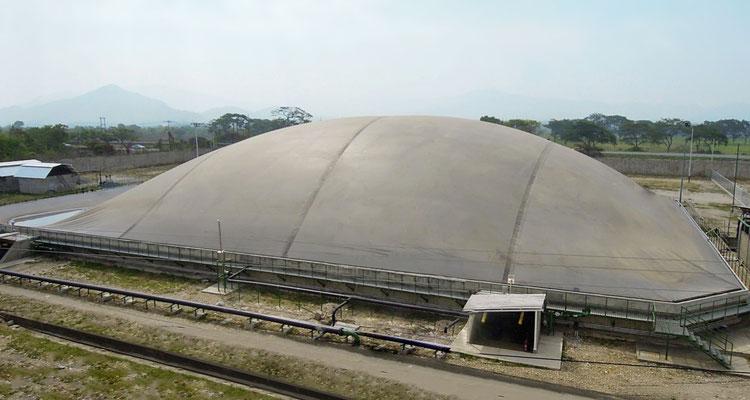 Biodigestor en matadero de reses - cerdos - covered lagoon digester for slaughterhouse waste