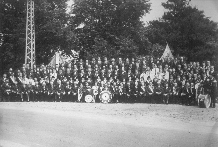 Schützenverein Garßen e. V. von 1891 - Gruppenbild anlässlich des 75-jährigen Jubiläum im Jahr 1966