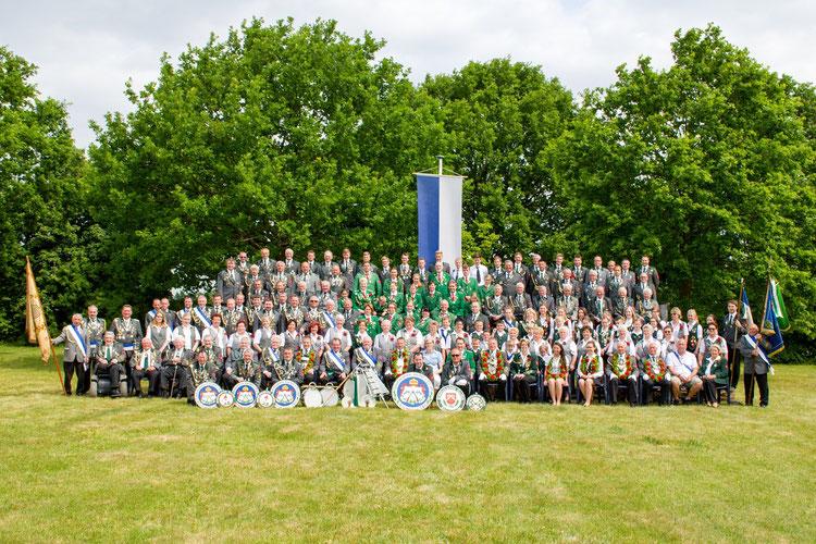 Schützenverein Garßen e. V. von 1891 - Gruppenbild anlässlich des 125-jährigen Jubiläum im Jahr 2016 . Erstellt am 6. Juni 2015