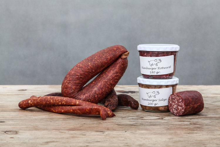 Wurst und Salami und leckere Hausgemachte Leberwurst