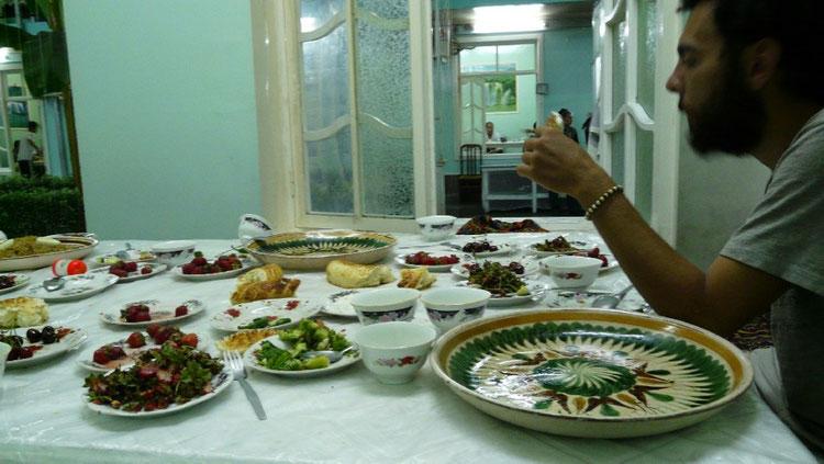 Dans une chaikana, apres le festin avec la famille de Sherzodbek